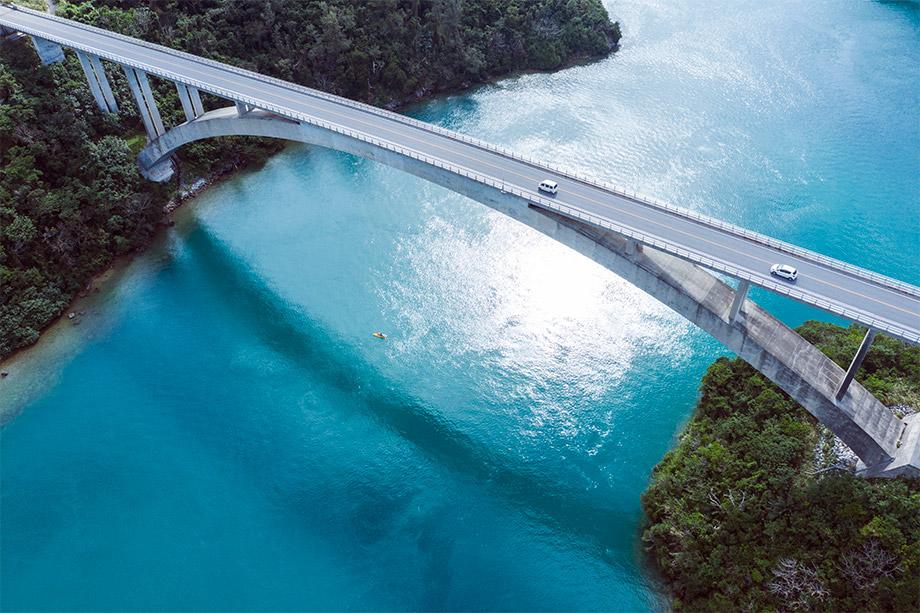 Brücke über einen Fluss